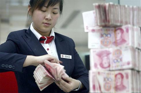 Китай продает американские доллары